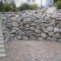 Bruchsteine Brilon, Baggerarbeiten, Bruchsteinmauer